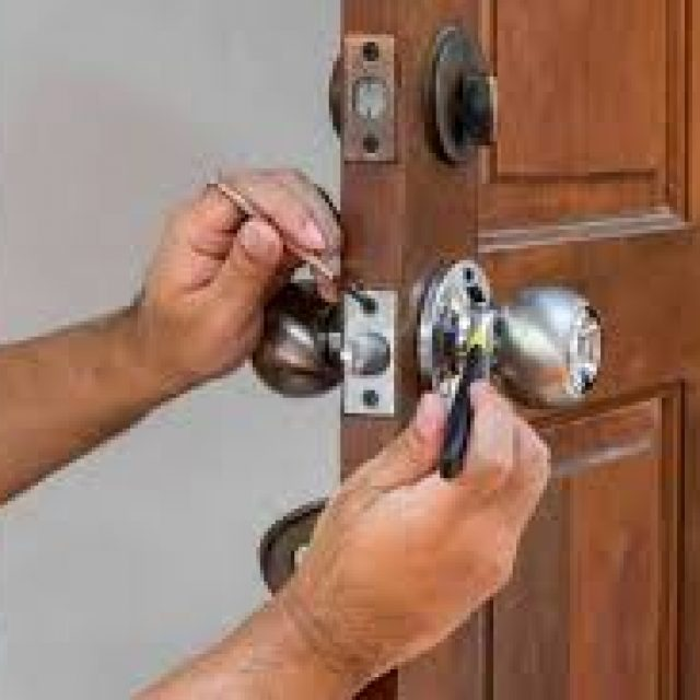 Lake Worth locksmith professional people for unlocking all your lock problem