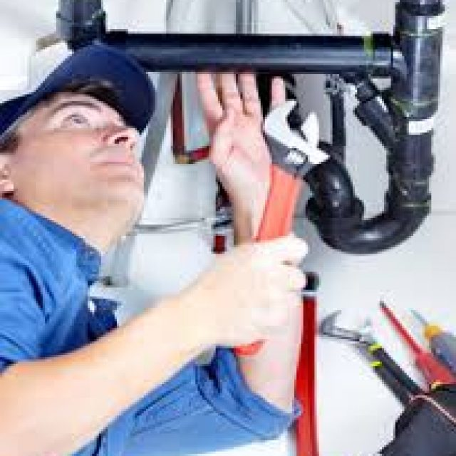 Dealing with experienced plumber service in guarantee